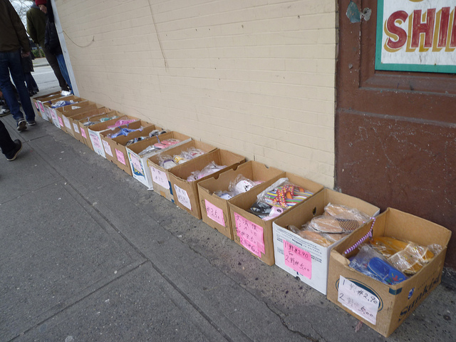 WHC-Dec-5-2010-Ken-Lum-Ghost-Walk-in-Chinatown-blog-foto-last